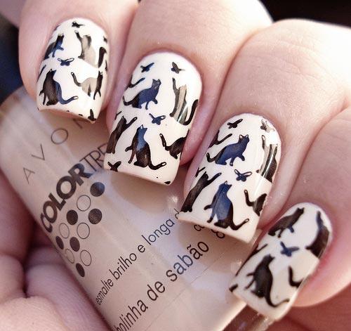 black cats beige nails