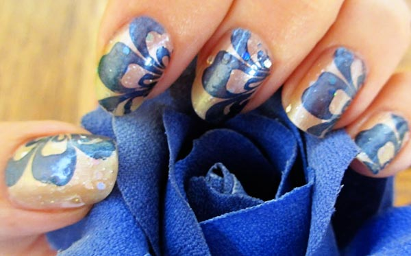blue flowers nails