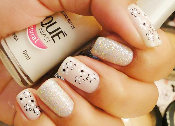 delicate dotted flowers beige glitter nails