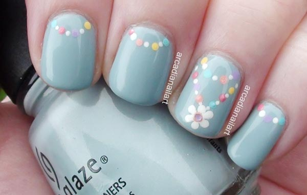 dotted chain flower soft blue nails