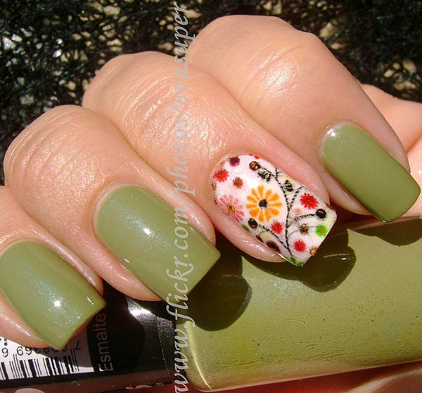 flowers accent green nails