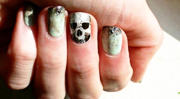 glitter skull halloween nails