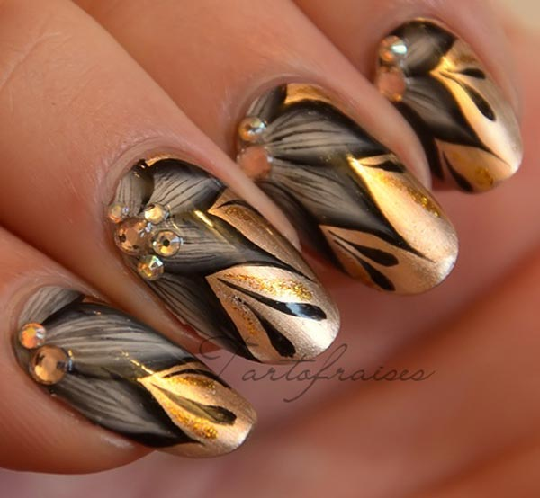 gray flowers golden rhinestones nails