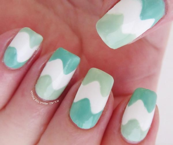 green white wavy nails