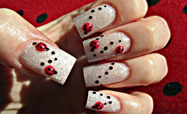 ladybug black dots white shimmer nails