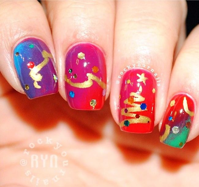 red blue green gradient tree christmas nails
