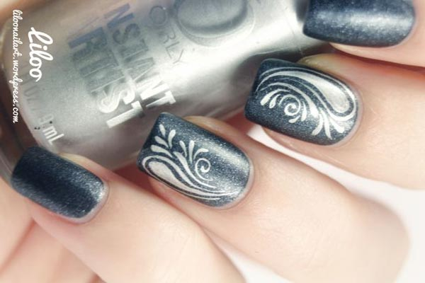 silver freehand on gray shimmer nails