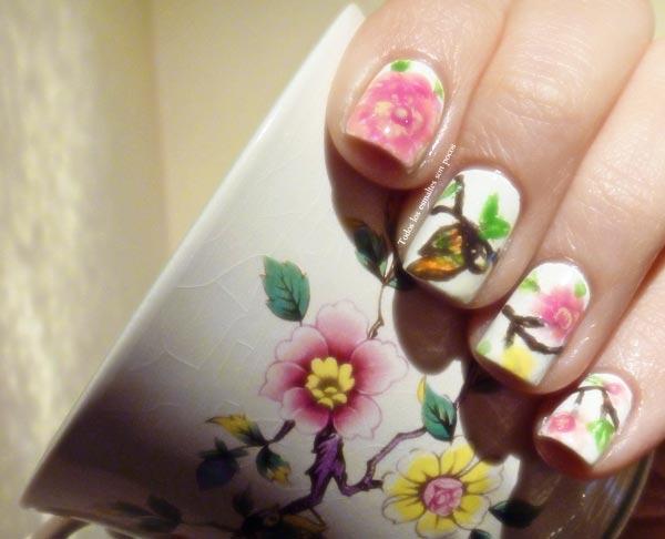vintage flowers nails