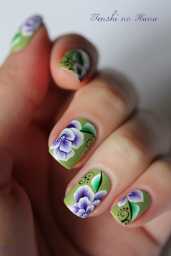 white purple flowers nails