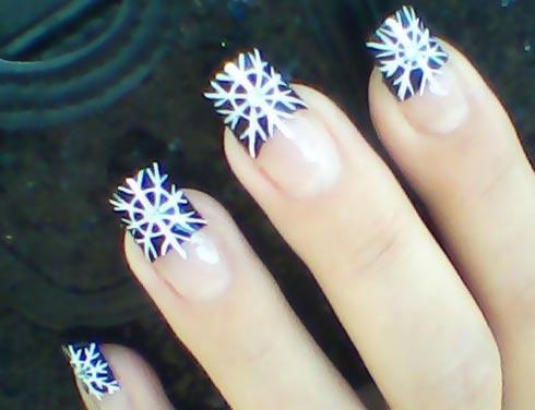 white snowflakes blue tips nails